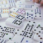 Mơ thấy chơi Domino có ý nghĩa gì? Nên đánh đề bao nhiêu?