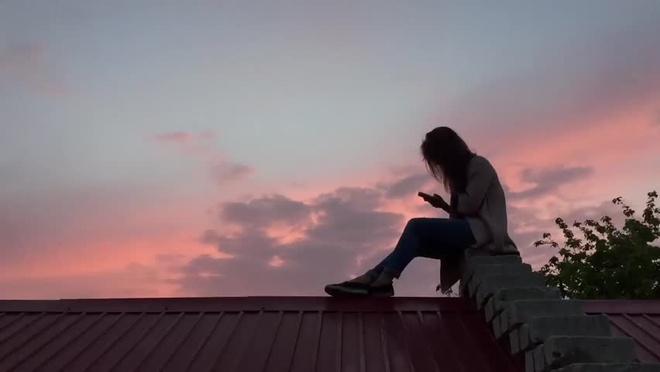 Mơ thấy trèo lên mái nhà