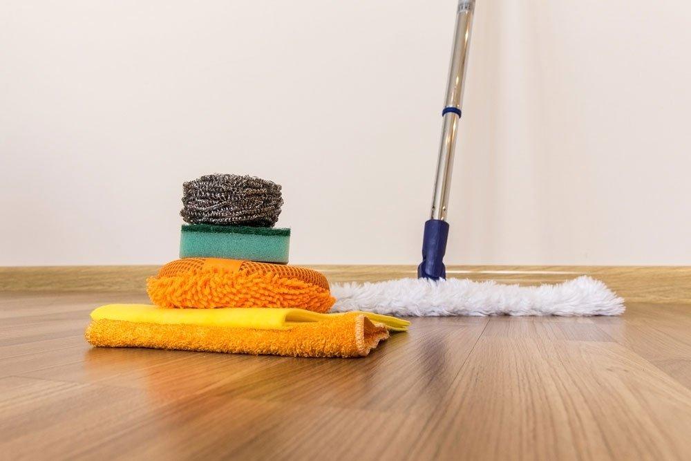 Nước trên sàn phòng tắm là dấu hiệu của sự lãng phí tiền bạc vô ích và một số vấn đề tài chính. Nếu bạn đang hứng nước từ sàn phòng tắm với chiếc váy